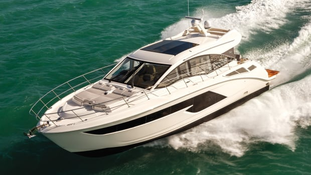 The Sea Ray 520 Sundancer evolves the family cruiser concept, one thoughtful feature at a time.