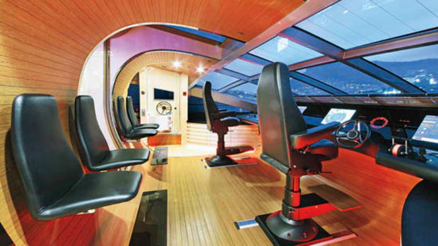 Photos courtesy of Danish YachtsStarship Enterprise—the extraordinary pod-like wheelhouse. Note the gap in the bulkhead, and the glass panel overhead.