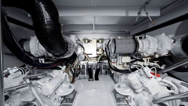 Azimut 60 engine room