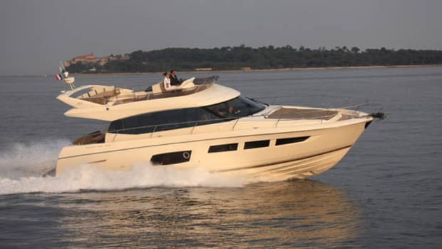 Prestige 550 Flybridge - running shot 1