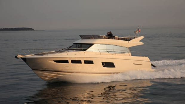 Prestige 550 Flybridge - running shot 2