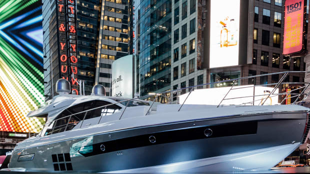 prm-Azimut in Times Square6