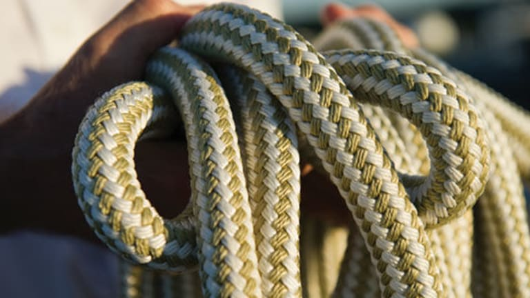 How-to Guide to Knots, Hitches, and Linehandling Techniques