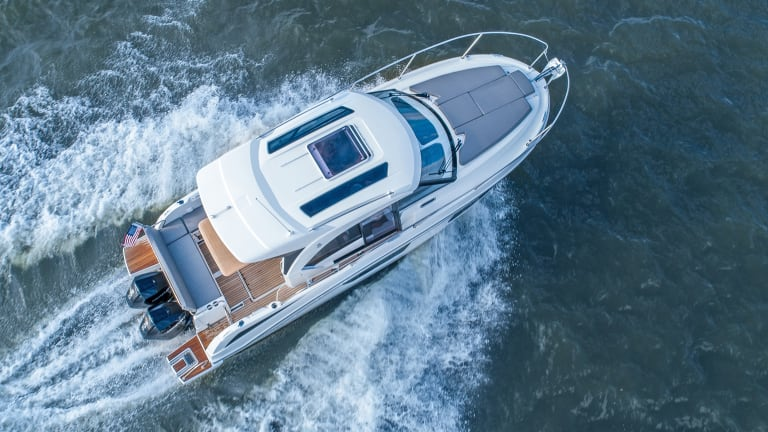 Meet the new Beneteau Antares 27