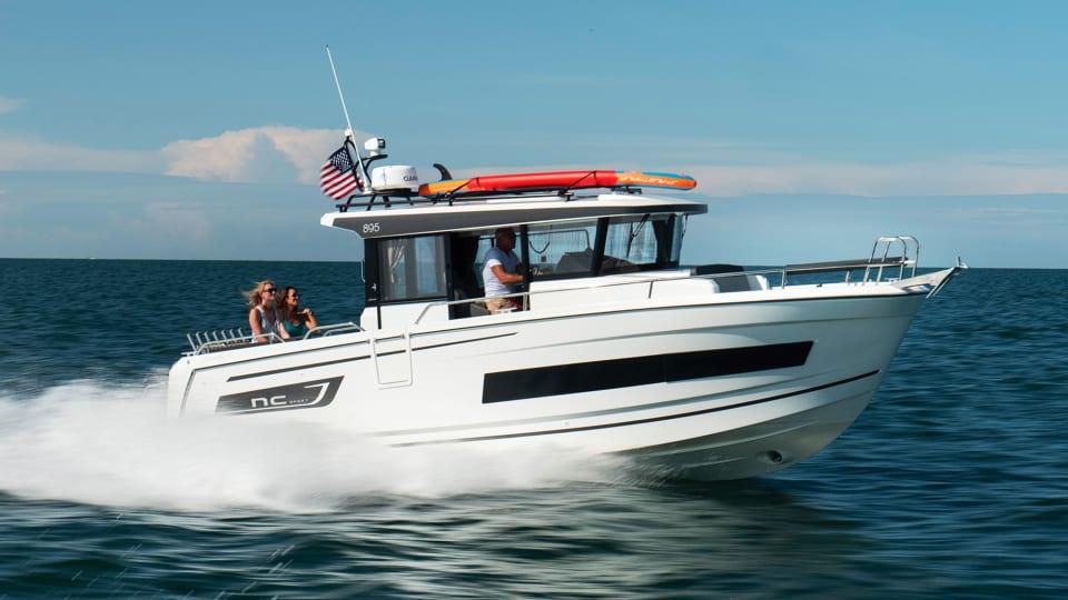 New Boat: Jeanneau 895 Sport