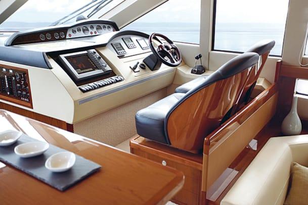 boatbuilder-viking-sport-cruisers-50-flybridge-yacht-g1.jpg promo image