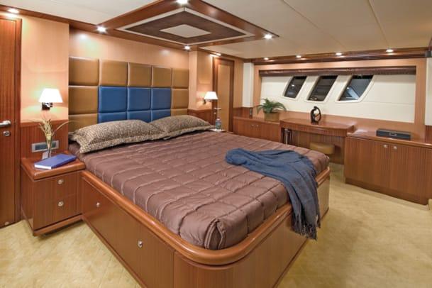 boatbuilder-newport-71-ss4-g1.jpg promo image
