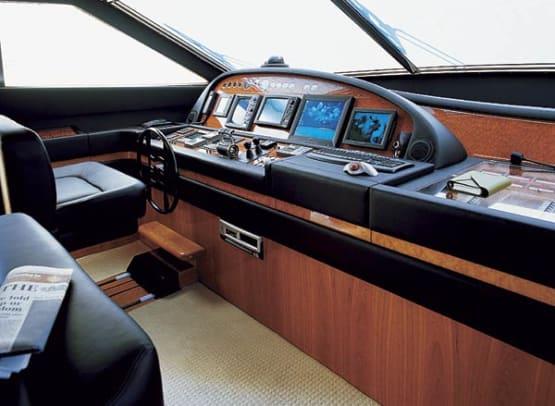 ferretti880-yacht-g6.jpg promo image