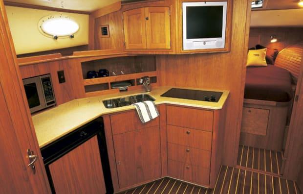 hinckley42-yacht-g2.jpg promo image