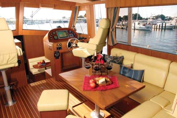 island-pilot395-yacht-g4.jpg promo image