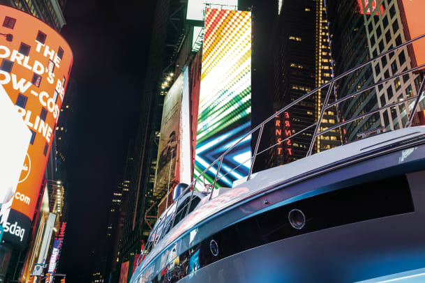 Azimut in Times Square8