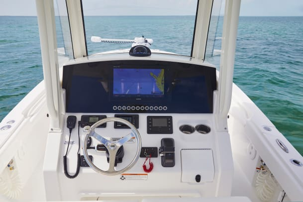REG26XO_Garmin electronics at helm_W9A2642_RGB_PR