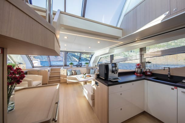VAN_DER_VALK_BeachClub_660_Flybridge_Galley_01