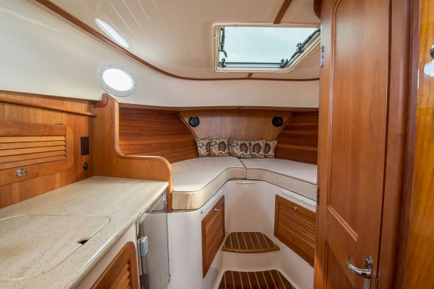 Hinckley Picnic Boat 34 Interior-7