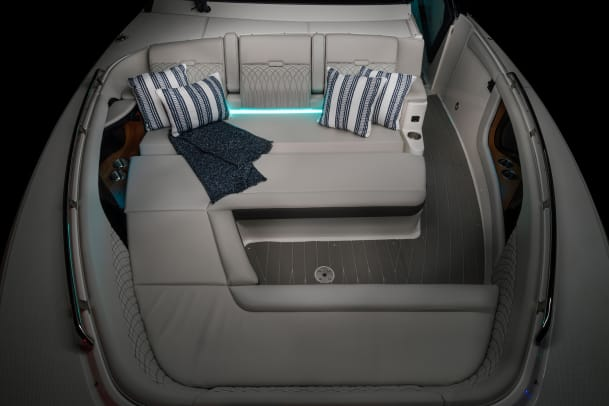 2021-Sundancer-370-Outboard-DAO370-bow-seating-accent-lighting-04845