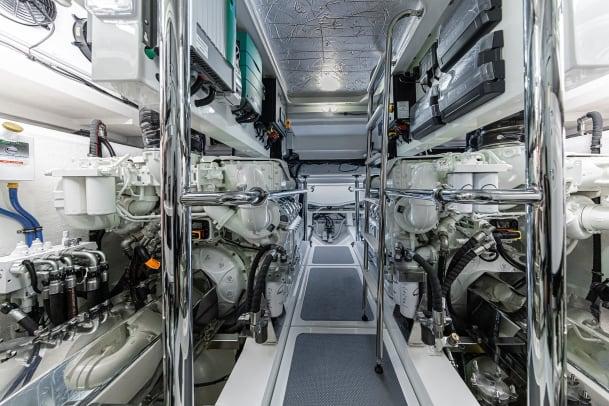 Riviera 645 SUV Engine Room 01