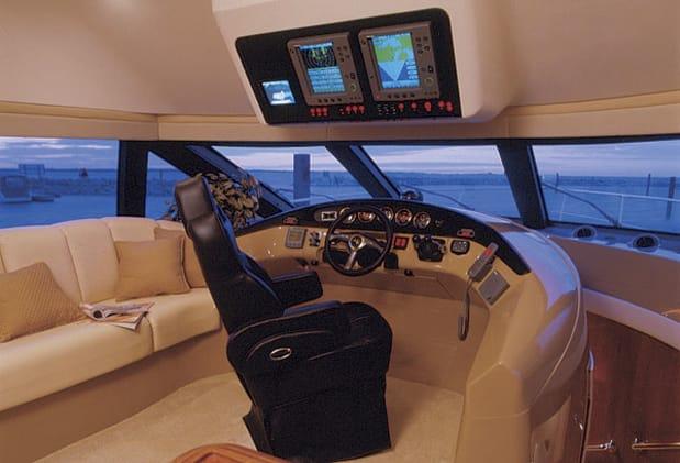 Carver 560 Voyager