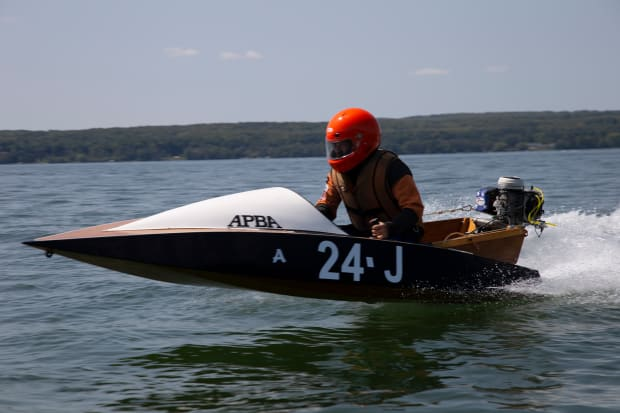 The World's Toughest Outboard Race: The Top O' Michigan Marathon