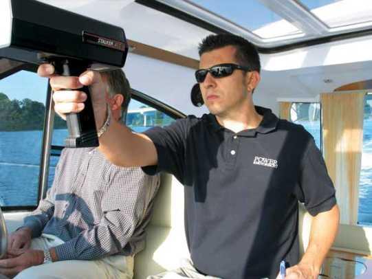 beneteauflyer12-yacht-g3.jpg promo image