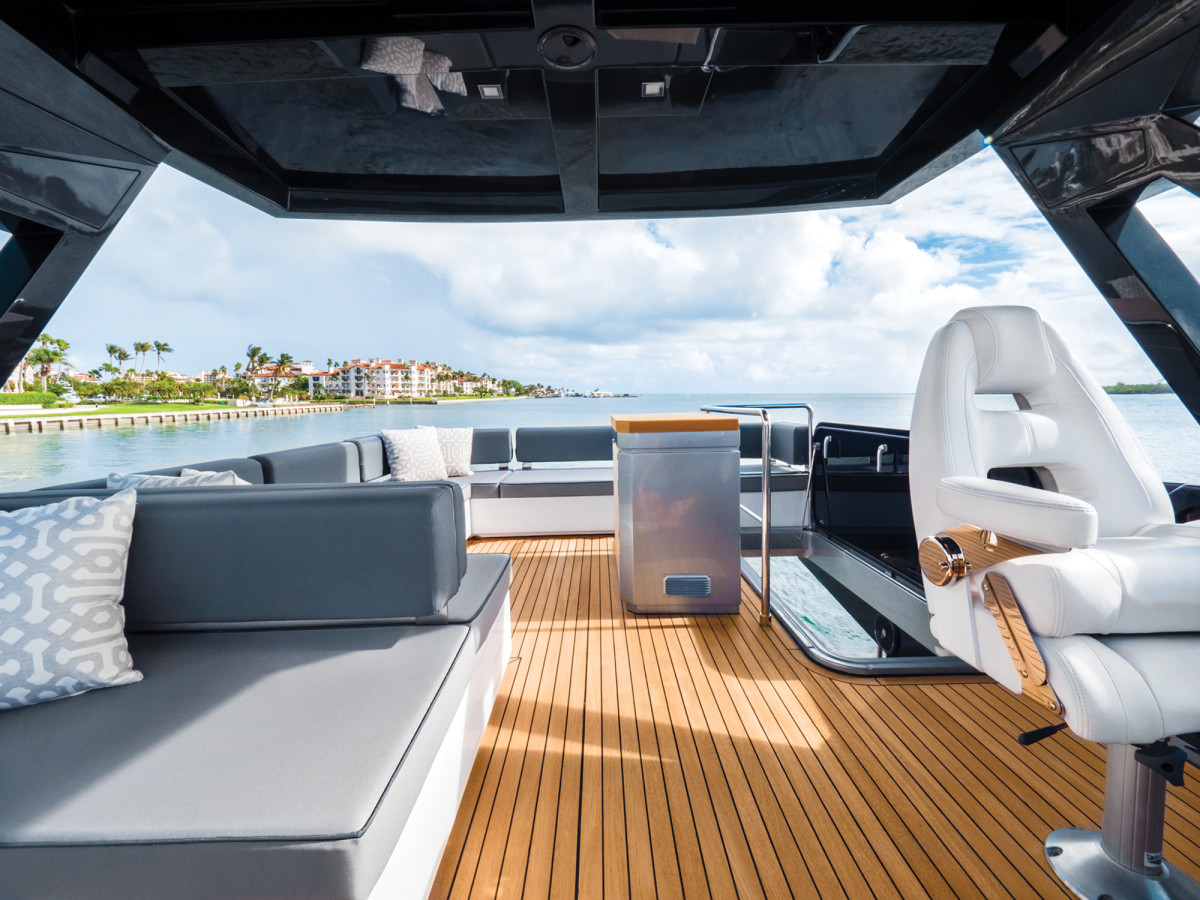 Whether your guests are sun worshippers or prefer shade, the flybridge can fit everyone.