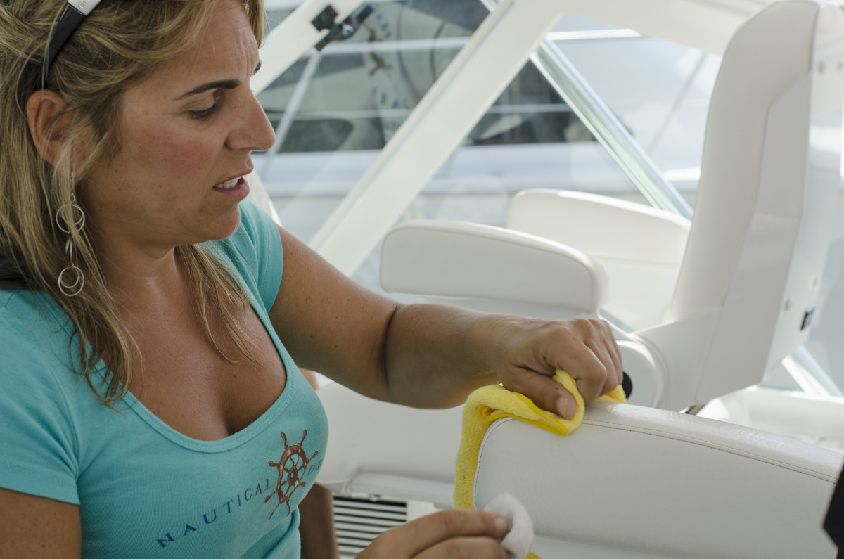 04-Boat-Cleaning-Girl-2