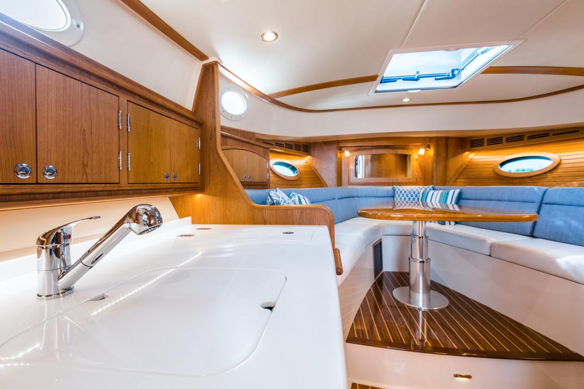 Hinckley Picnic Boat 40 - Large 11