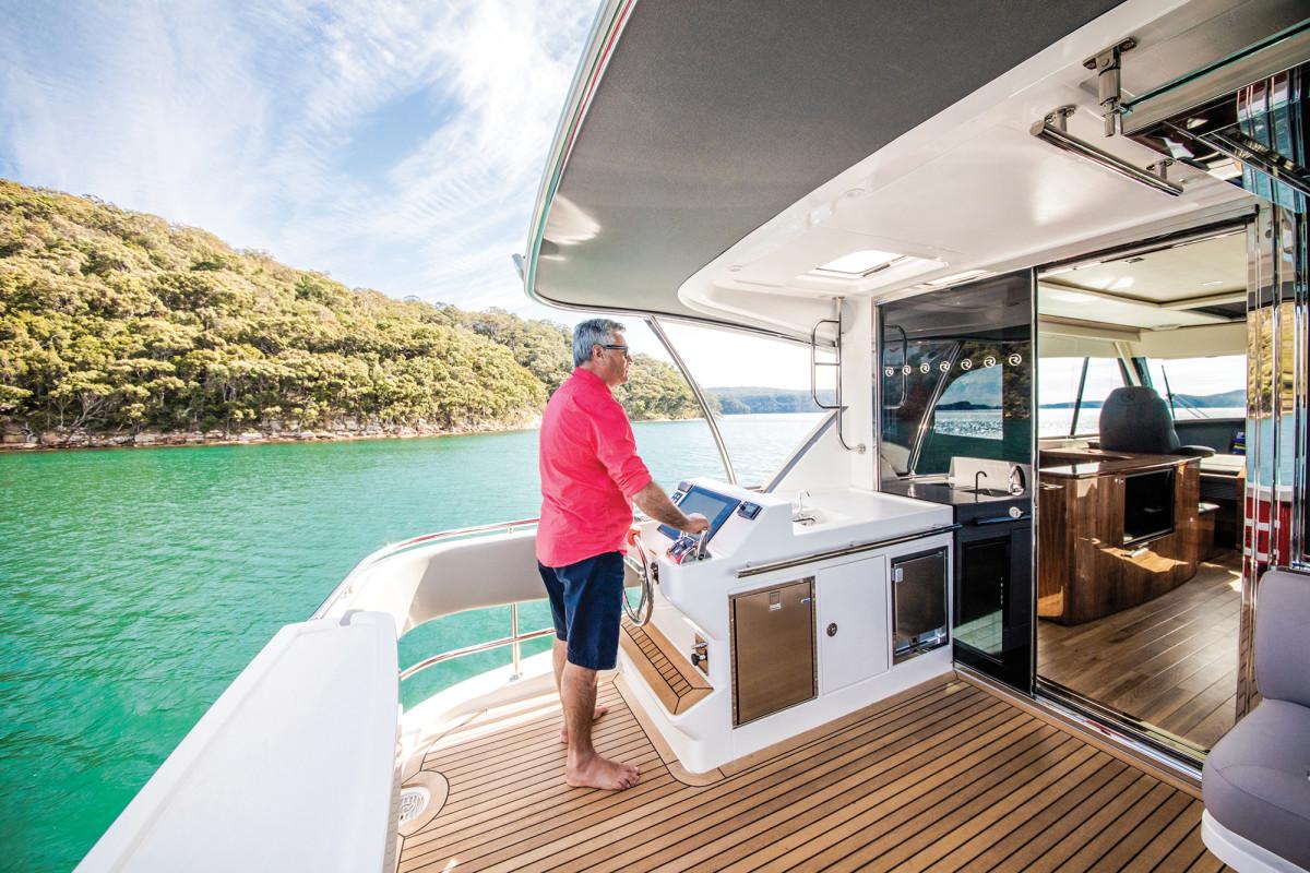 Riviera 72 Sports Motor Yacht Flybridge Mezzanine 01