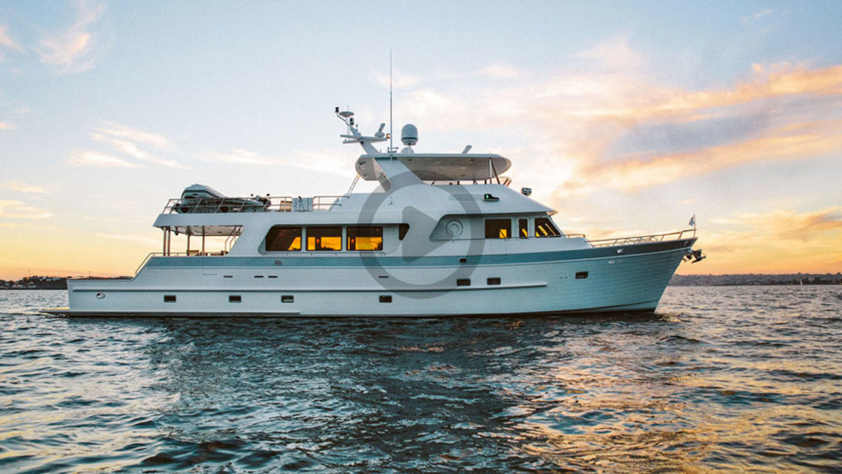 Outer Reef 880 Cockpit Motoryacht Video