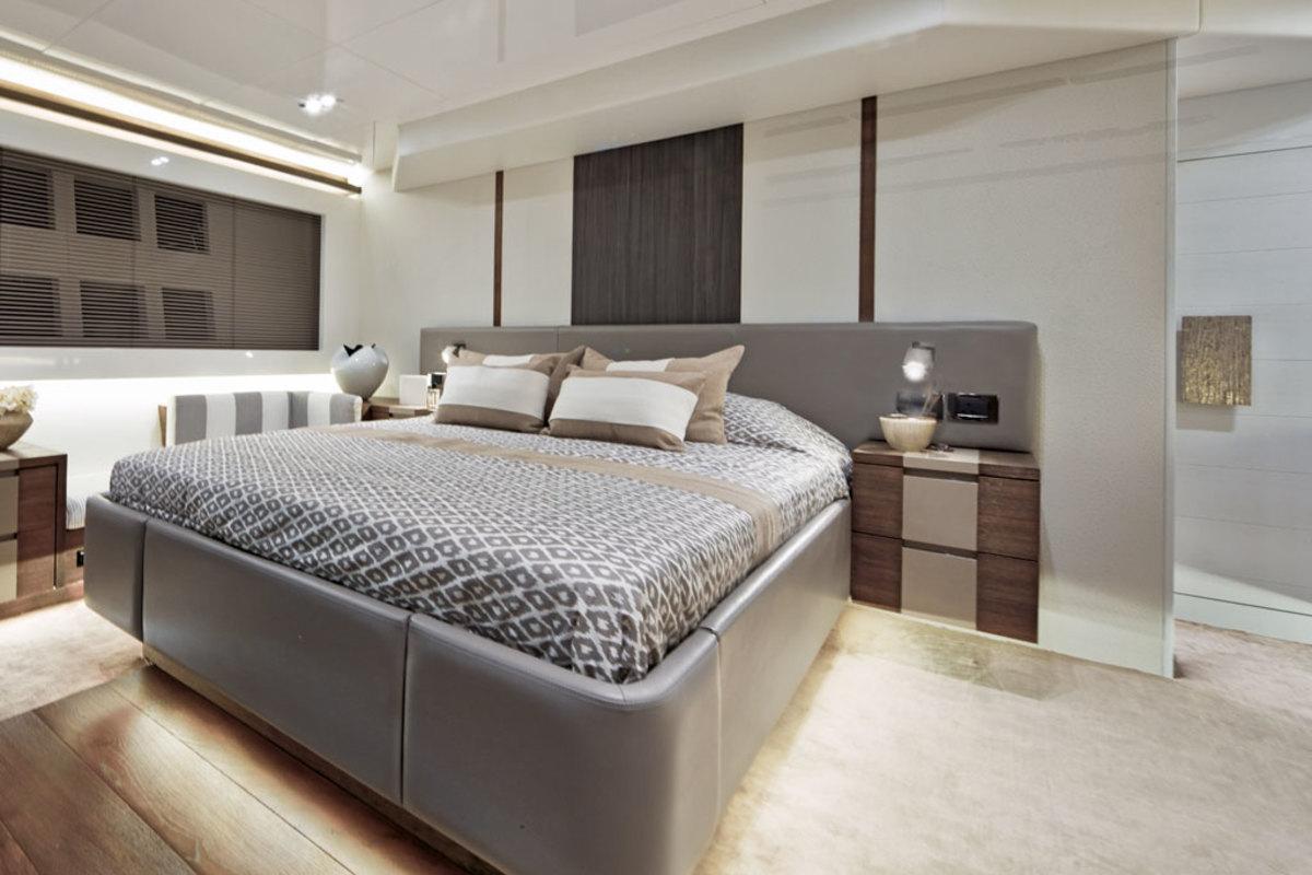 Pearl 65 - full-beam master stateroom