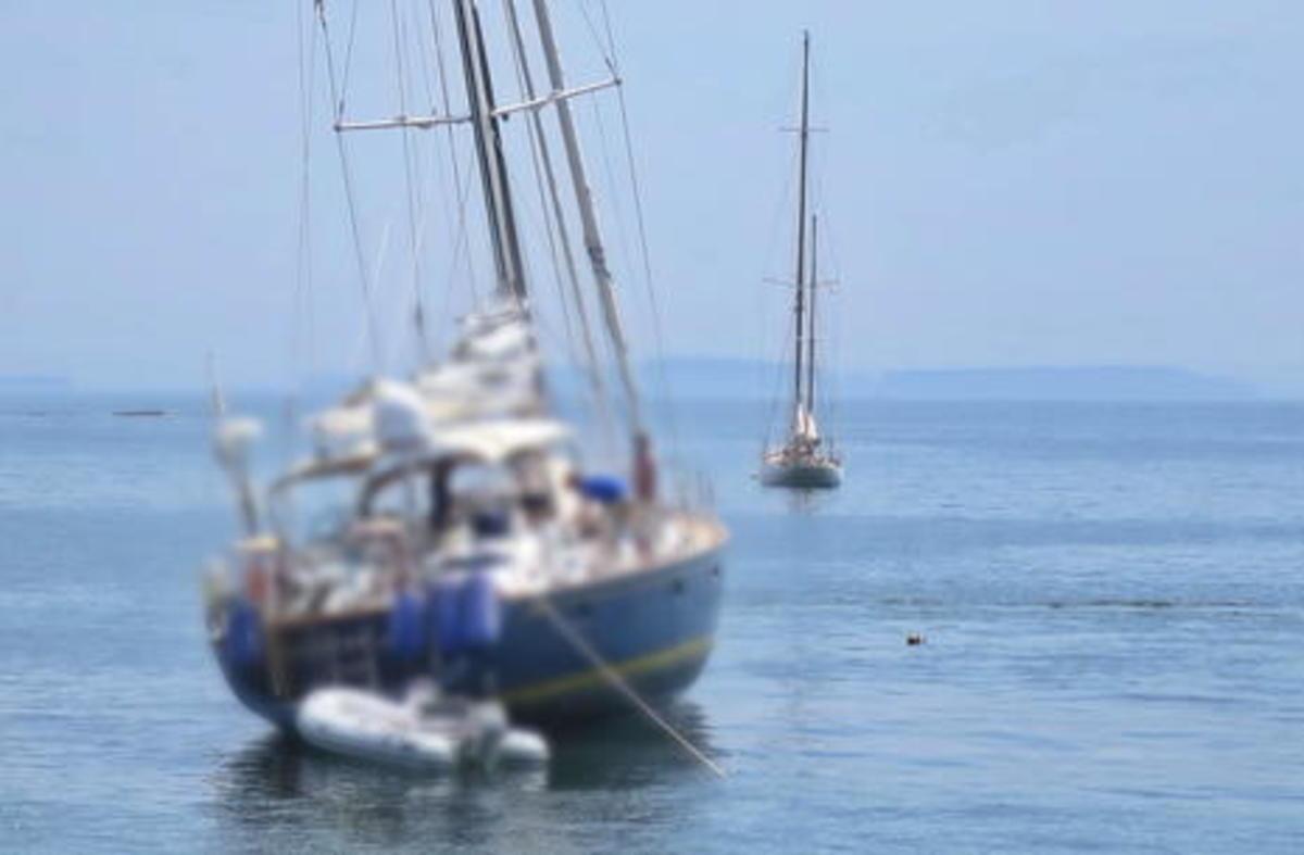 aground_in_Camden_mooring_field_blurred_cPanbo.jpg