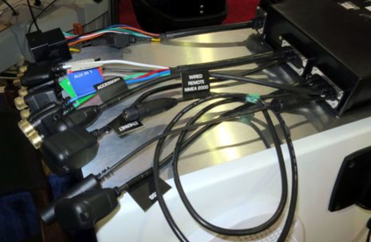 Fusion_MS-xx750_cabling_w_standard_NMEA_2000_connector_aPanbo.jpg