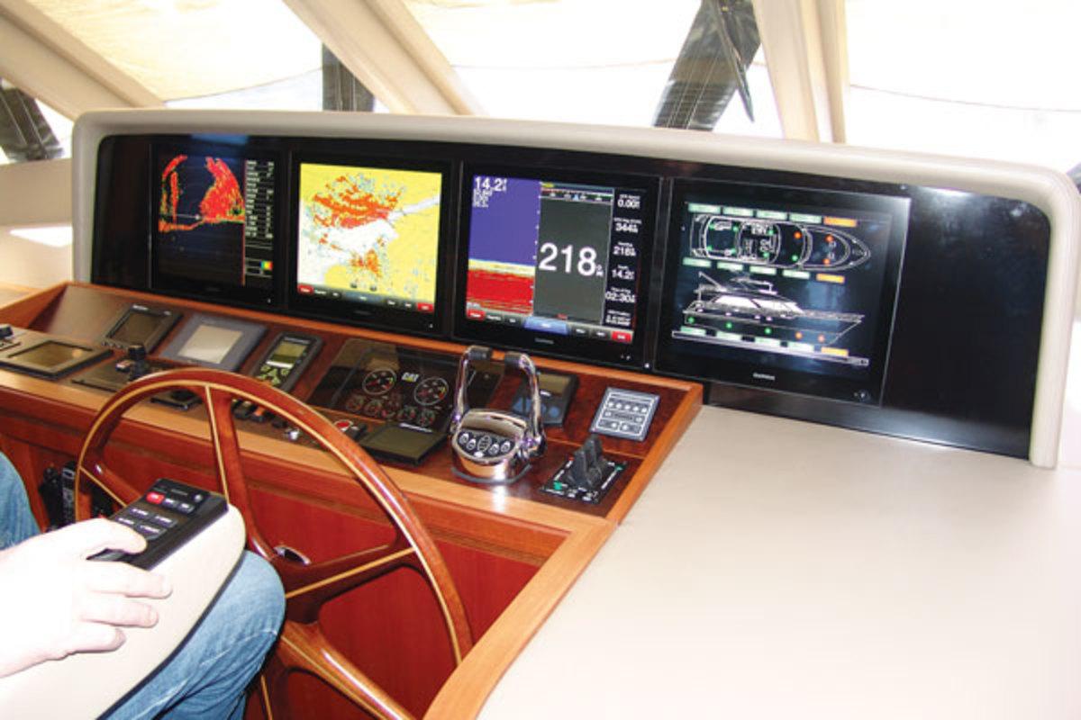 Ocean Alexander 68 helm