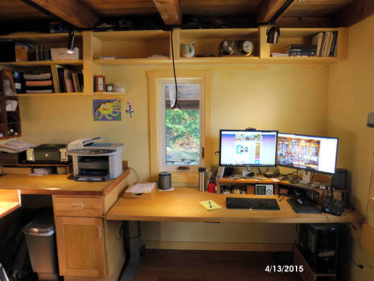 Panbo_office_desk_4-13-2015.jpg