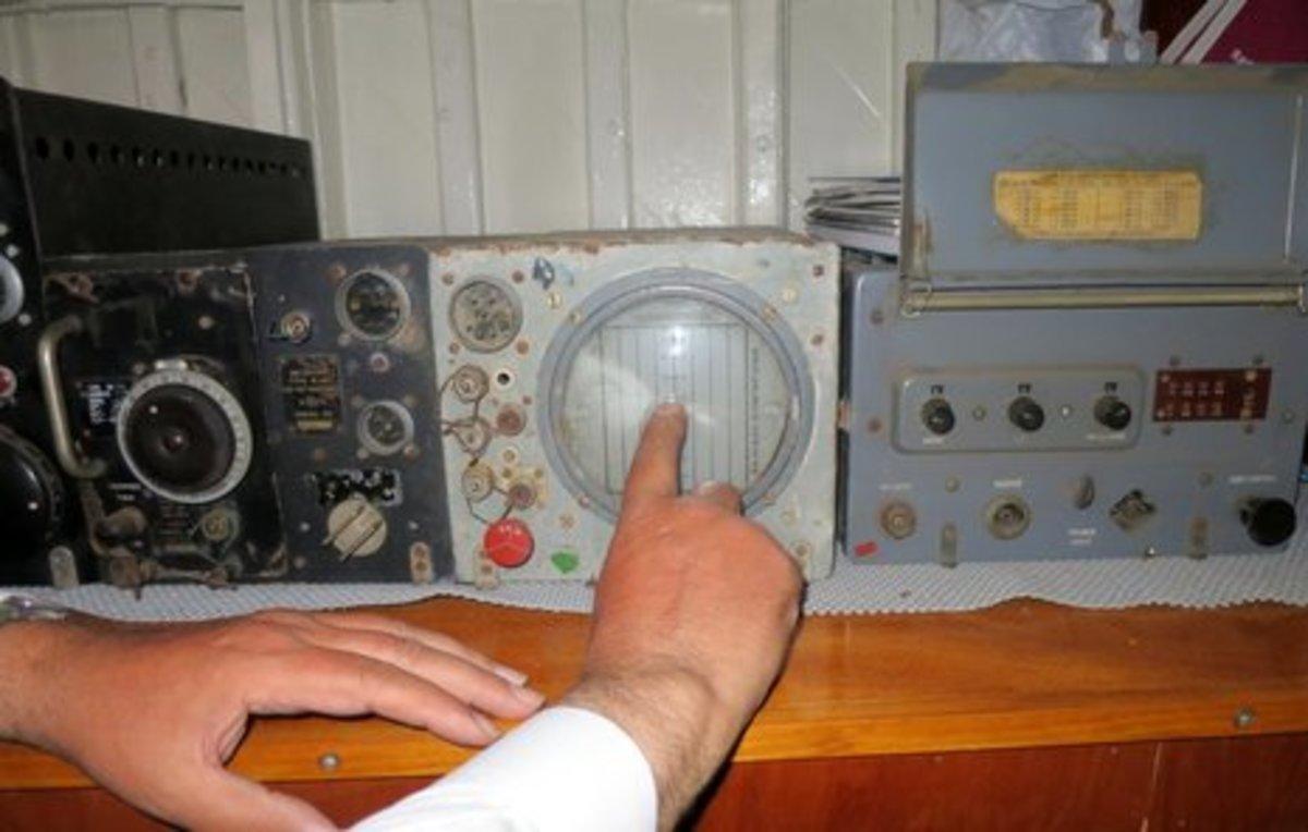 HMS_Medusa_radar_and_IFF_cPanbo.JPG