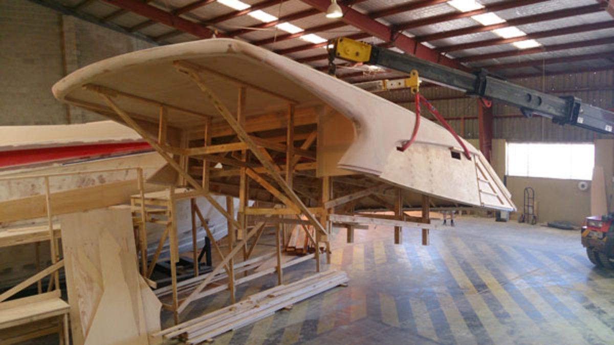 Elandra 5 Sports Yacht hardtop removal