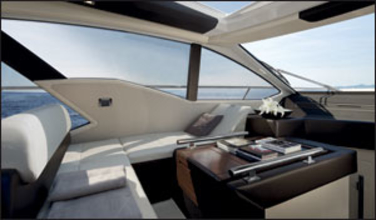 Click here to see more photos of the Azimut 55S