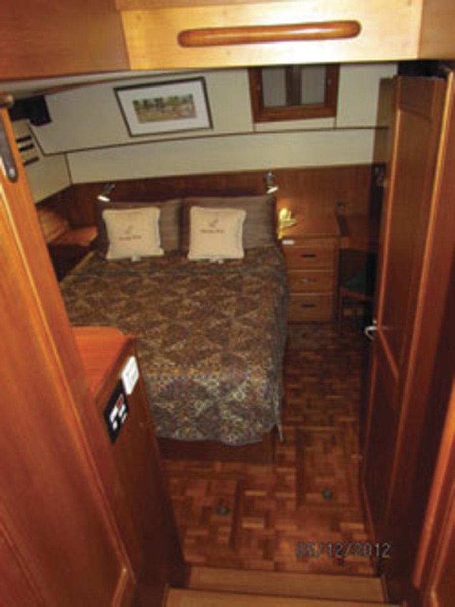 Grand Banks 42 - aft master cabin