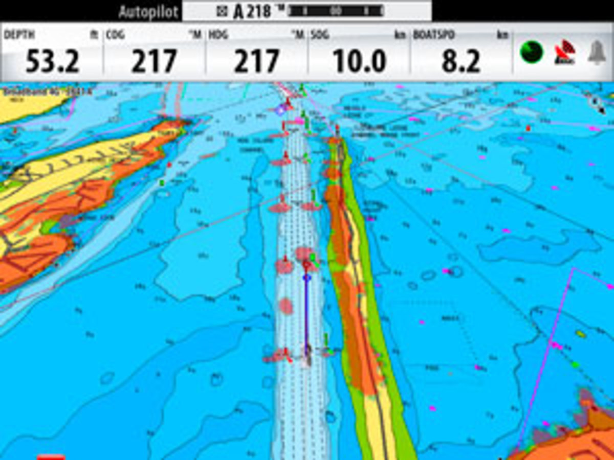 Radar overlay on the Simrad NSE with 4G radar aids situational awareness.