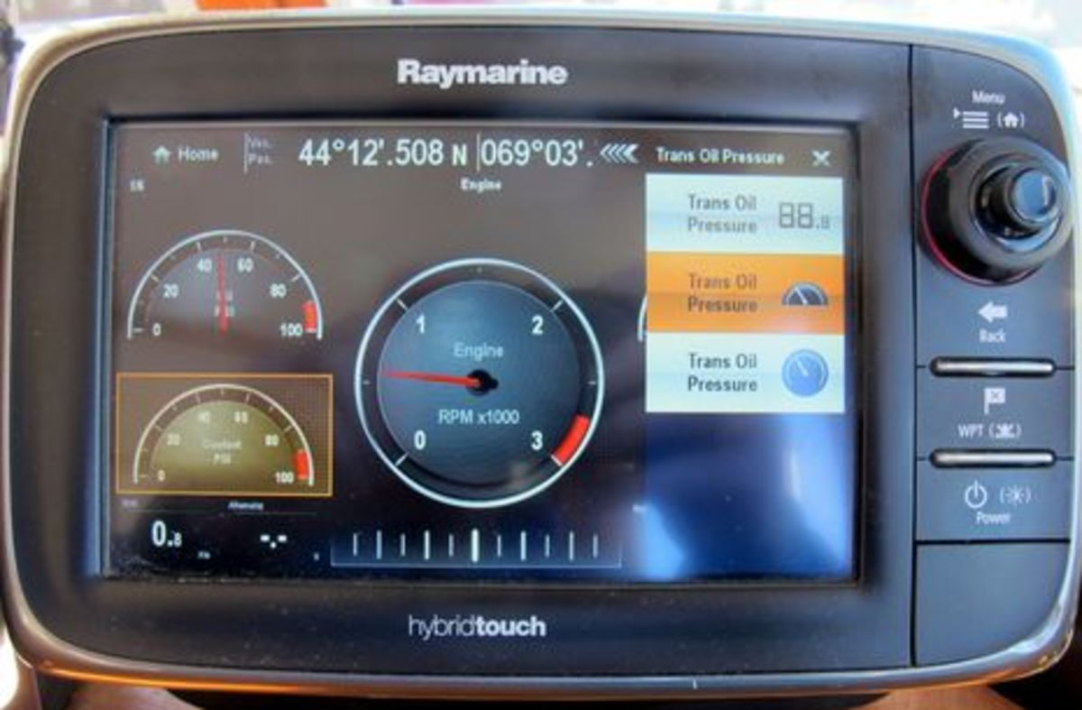 Raymarine_e7_engine_gauges_cPanbo.jpg