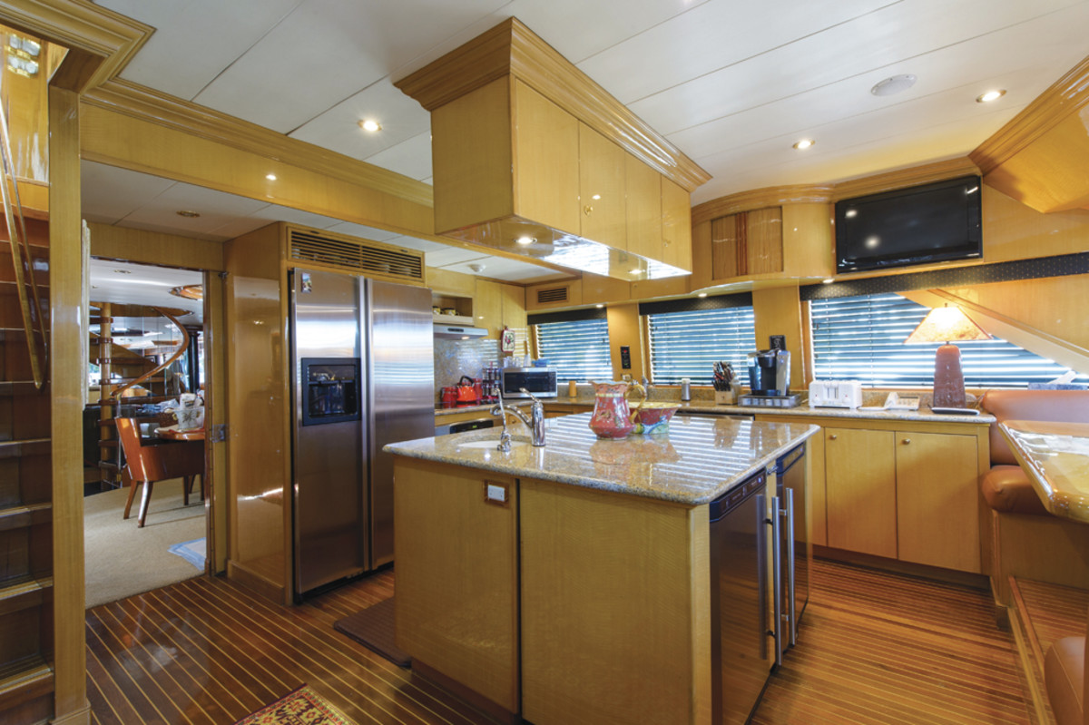 Country kitchen on a Hargrave motoryacht