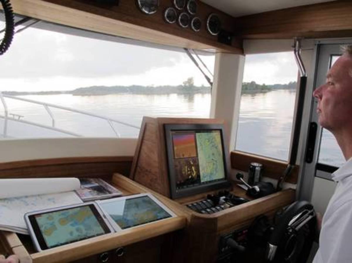 Anders Bergstrom w SeaPilot n SeaCross cPanbo.JPG