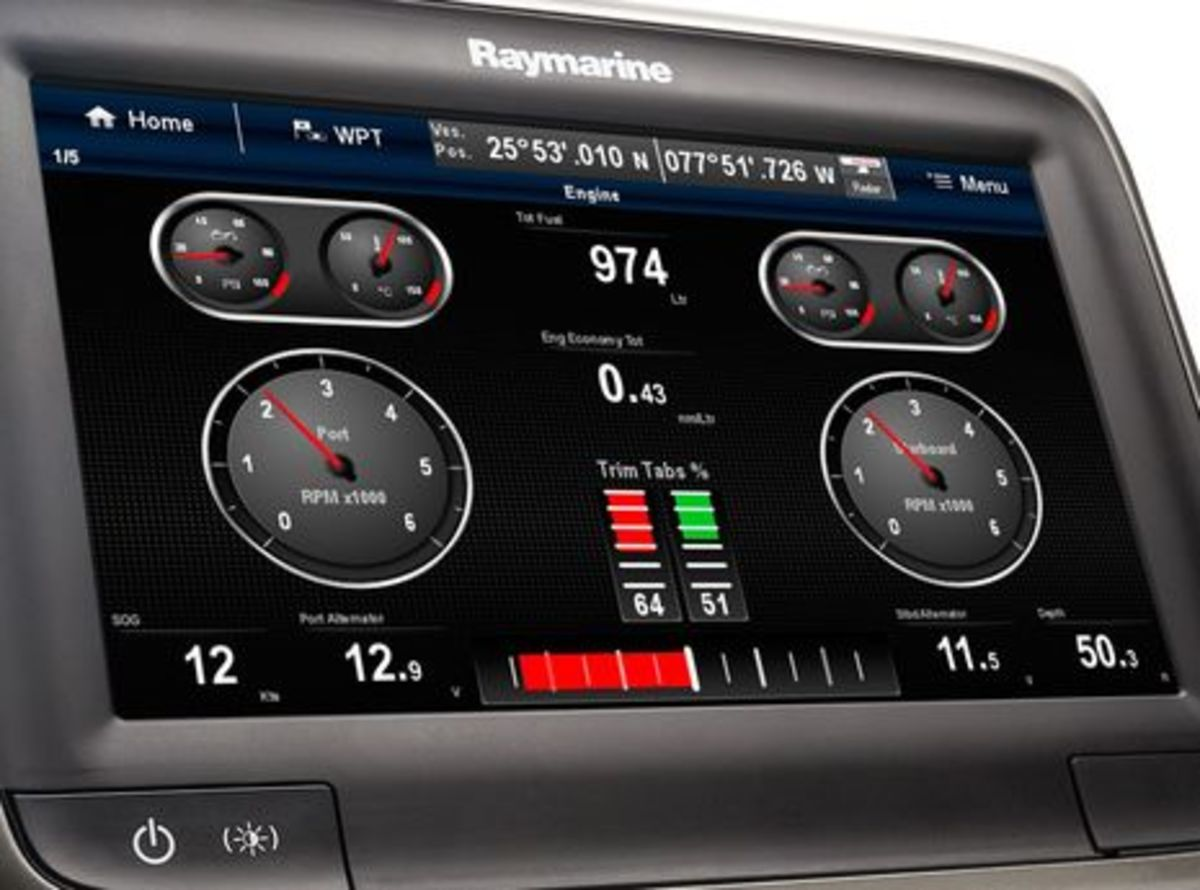 Raymarine_a7X_engines.jpg