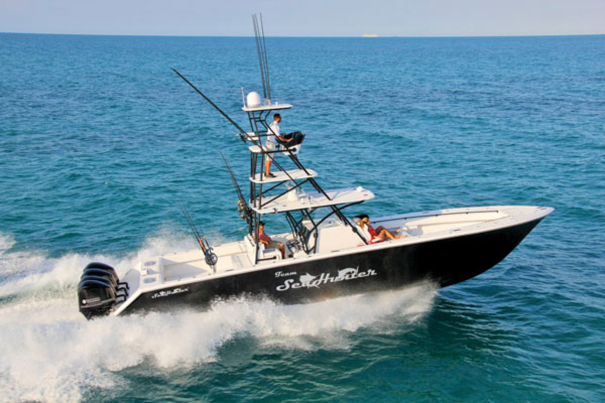 Sea Hunter Tournament 45 fishing boat