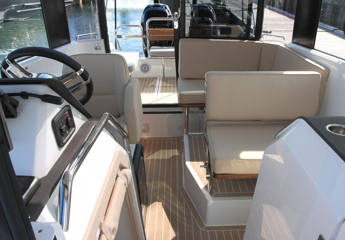 XO 270 Cabin OB interior