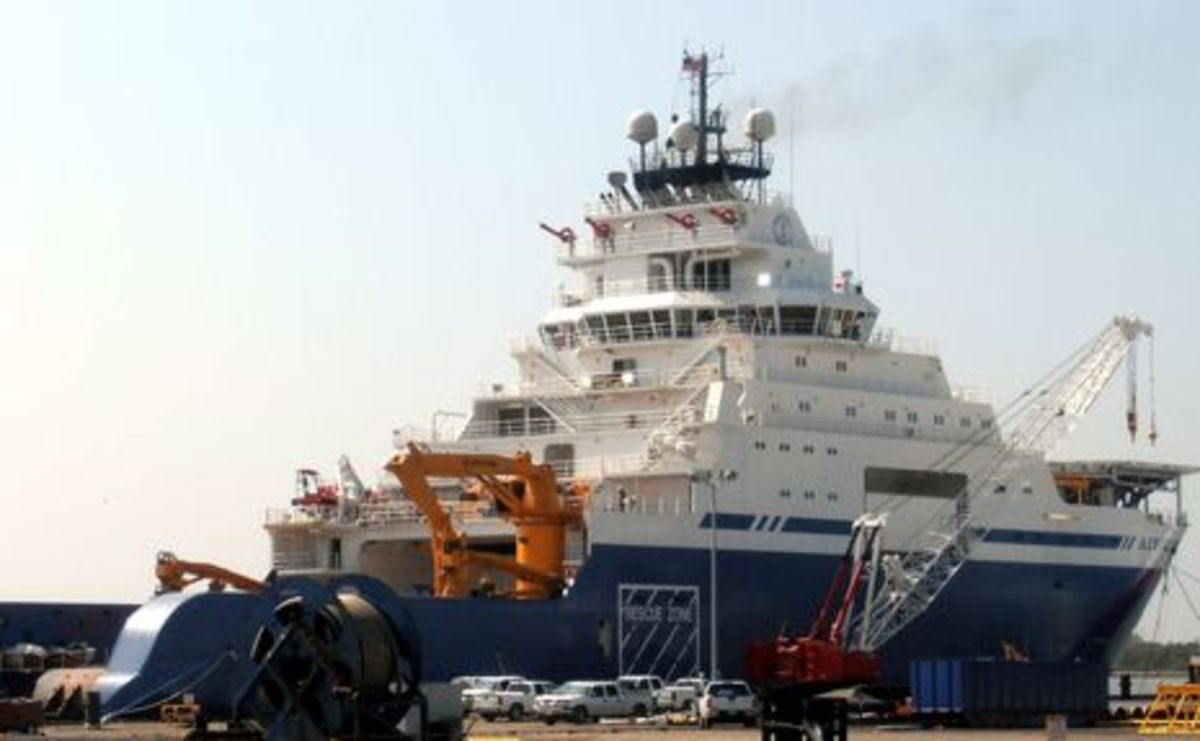 Aiviq_in_Louisiana2_courtesy_Glen_Daigrepont_7seasvessels.jpg