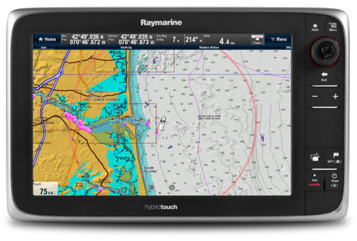 Raymarine chartplotter display with dynamic fuel range ring