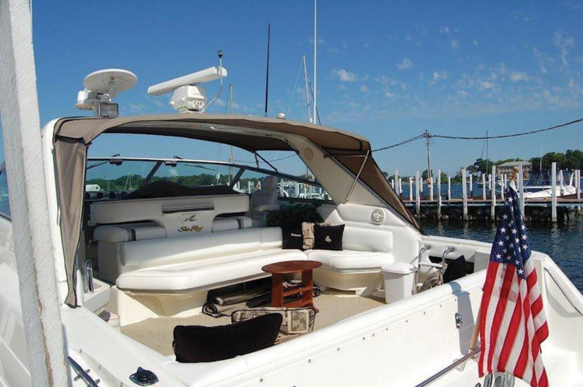 Sleek lines and a cockpit ready for fun are hallmarks of this 1991 Sea Ray.
