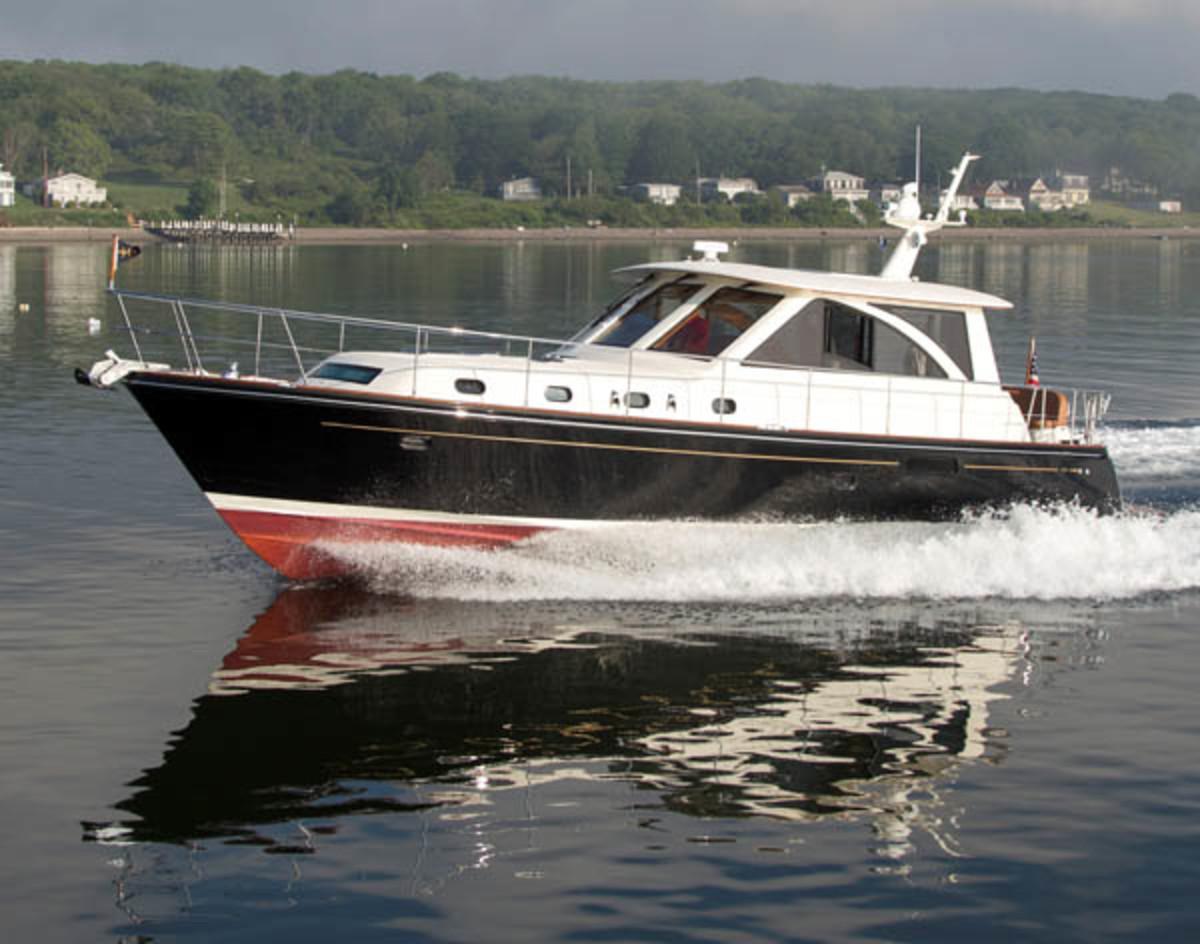 Hunt 44 Express Cruiser