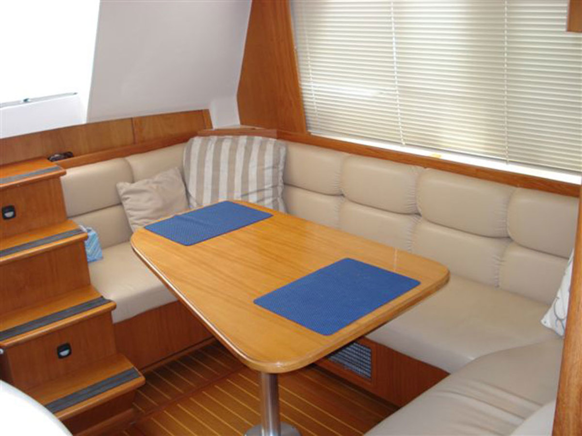 Mainship 430 Dinette - click to enlarge