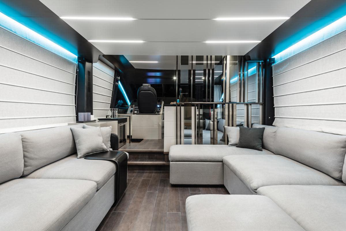Cranchi E56F salon